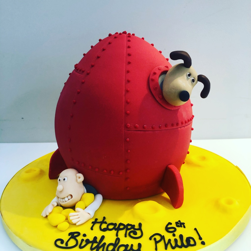 Wallace and Grommit Space Ship Cake
